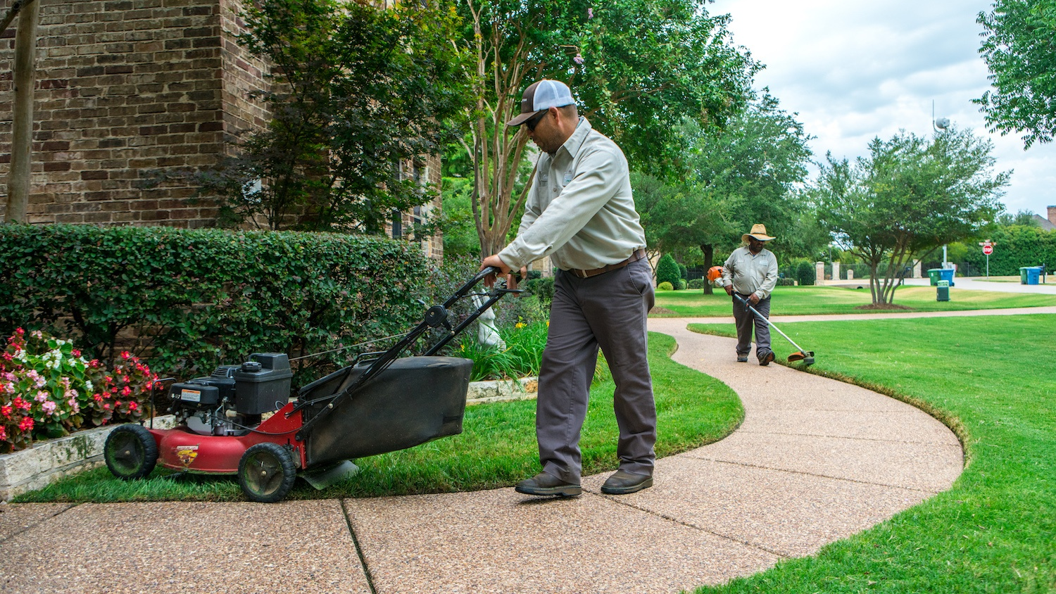 lawn mowing and edging in Texas lawn